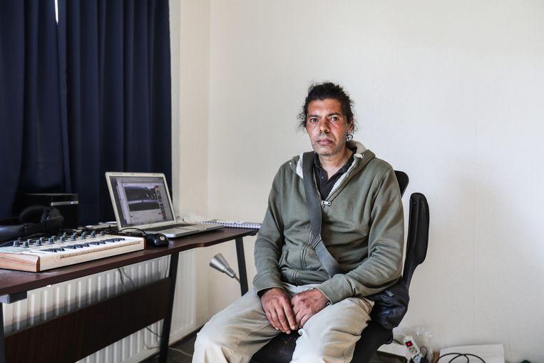 Karim Rahroh wil mensen graag verblijden met zijn muziek: 'Ik probeer opdrachtgevers te vinden die mijn muziek willen gebruiken.' Beeld Eva Plevier