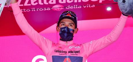 Bernal vol emotie na ritzege én roze trui: 'Veel offers moeten brengen om te komen waar ik nu ben''