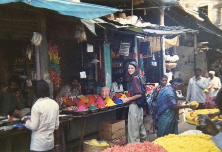 Manon Duintjer in India tijdens de reis met haar vader, begin jaren negentig.  Beeld Manon Duintjer