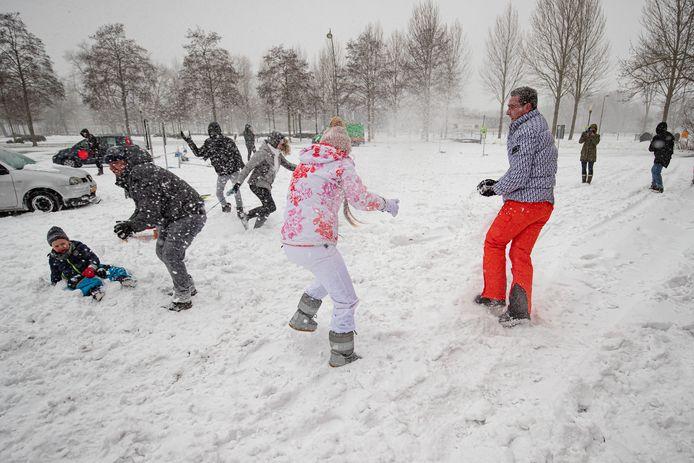 Sneeuwballengevecht in Kampen.