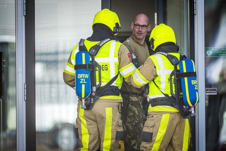 De hulpdiensten kwamen ter plaatse in Kerkrade, waar een poststuk ontplofte in een sorteerbedrijf.