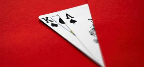 Illegaal pokertoernooi in woning opgedoekt, bewoonster (71) met slaappillen en oorddoppen in bed