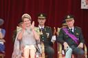 Koning Filip en koningin Mathilde keken duidelijk fier en geëmotioneerd toe toen hun oudste dochter in uniform passeerde in de parade.