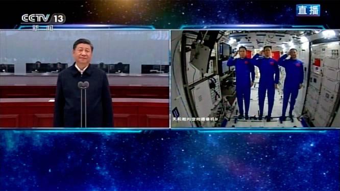 Chinese president feliciteert astronauten in videogesprek