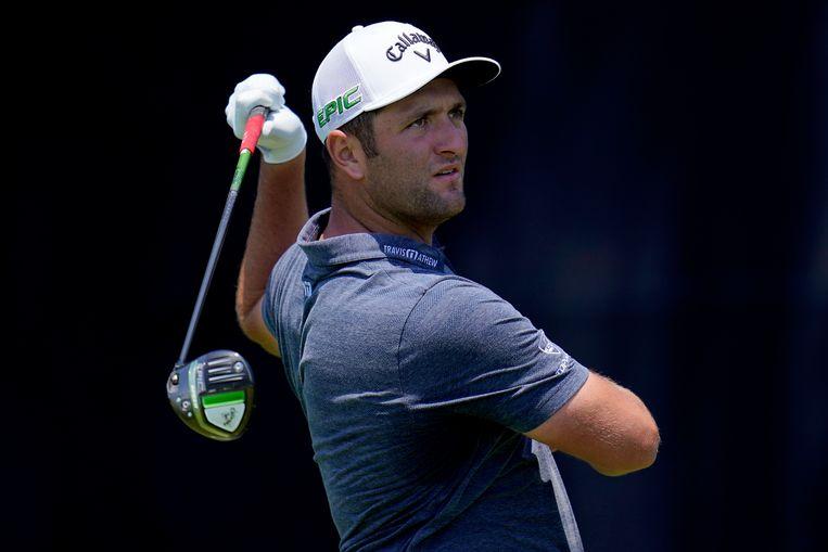 Jon Rahm loopt woensdag een oefenronde voor de US Open op de Torrey Pines Golf Course in San Diego. Beeld AP