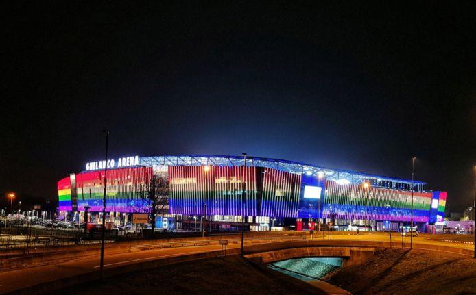 De Ghelamco Arena in regenboogkleuren.
