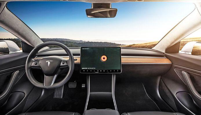 Het interieur van een Tesla Model 3.