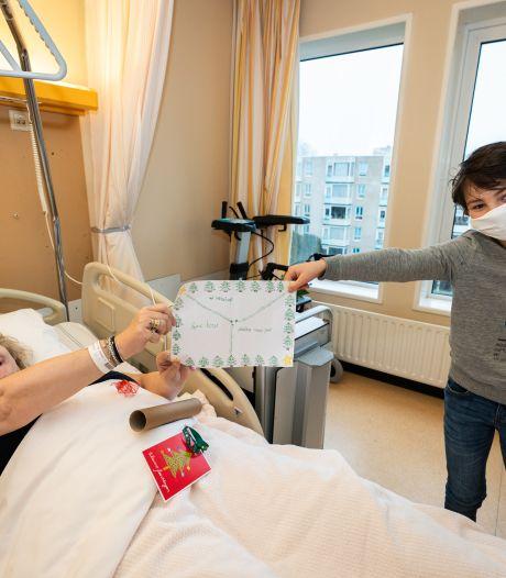 Joeps (10) tekening maakt de eenzame kerst voor Roswitha (60) in het ziekenhuis ietsje minder erg: 'Dit is een cadeau'