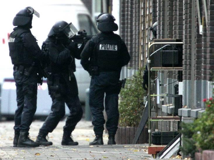 Politie pakt in Eindhoven negen terreurverdachten op die trainden voor een aanslag