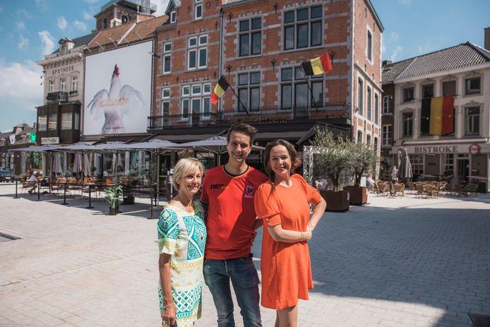 De drie Truiense horeca-uitbaters Jan De Peuter en moeder Vera (links), Jerome Fontaine (midden) en Sofie Carlier (rechts) zetten zich schrap voor een EK-dorp op de Groenmarkt.