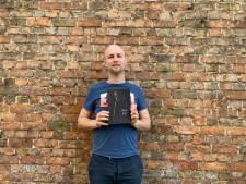 """Jonathan (32) schreef een roman over de Jehova's Getuigen: """"Mijn vader schopte me buiten op de dag dat mijn moeder begraven werd"""""""