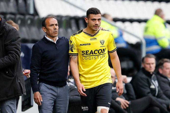 VVV-coach Jos Luhukay met Giorgos Giakoumakis, die op 14 maart zijn laatste goal maakte. Kan hij de club uit Venlo nog behoeden van degradatie in de slotweek van de eredivisie?
