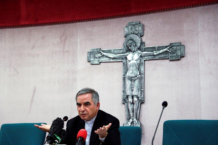 Kardinaal Giovanni Angelo Becciu is verwikkeld in een vastgoedschandaal. Beeld REUTERS