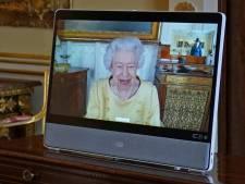 Elizabeth II se remet au travail