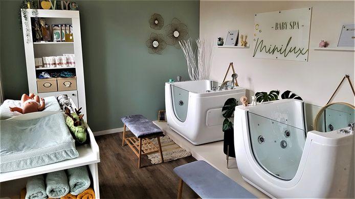 Bij Minilux krijgen de baby's een badje en een massage.