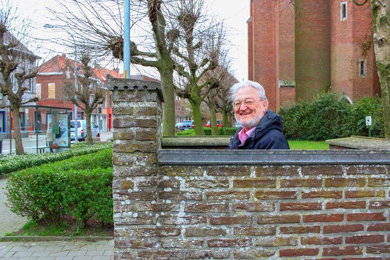 Aan de kerk van Tereken blijft het toilet in openlucht. Een afdak komt er niet omdat - ondanks de vraag van buurtbewoners zoals deze Patric Gorrebeeck.