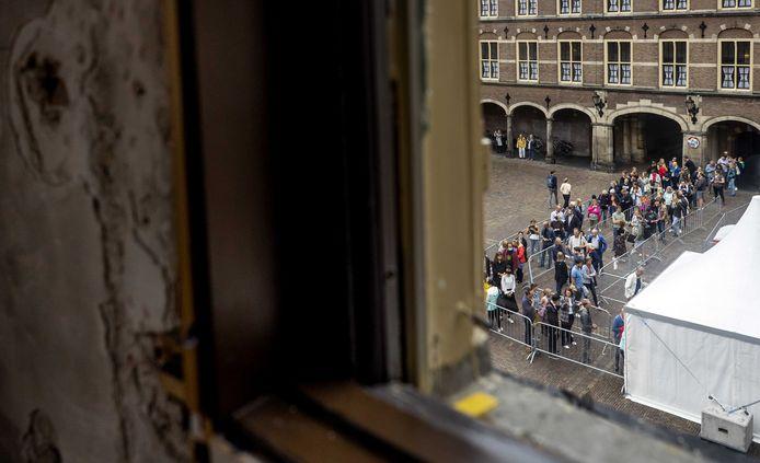 De Eerste Kamer is toegankelijk voor bezoekers tijdens Open Monumentendag. Het gebouw gaat voor langere tijd dicht vanwege de renovatie van het Binnenhof en is naar verwachting in 2026 klaar.