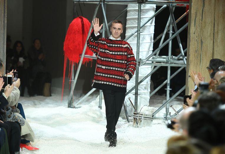 Raf Simons, hier nog te zien op de catwalk voor Calvin Klein.   Beeld AFP
