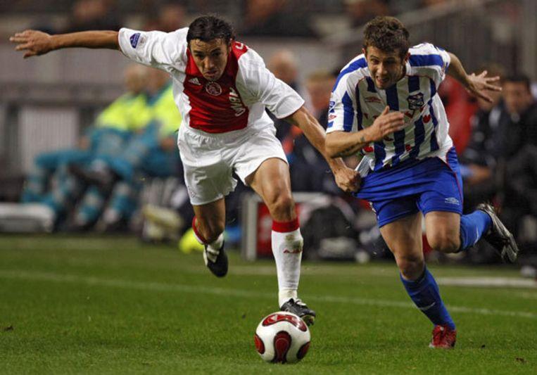 Miralem Sulejmani (rechts) in duel met Ajax-speler George Ogararu om de KNVB Beker. Binnenkort draagt Sulejmani ook het Ajax-shirt. Foto ANP/Marcel Antonisse Beeld