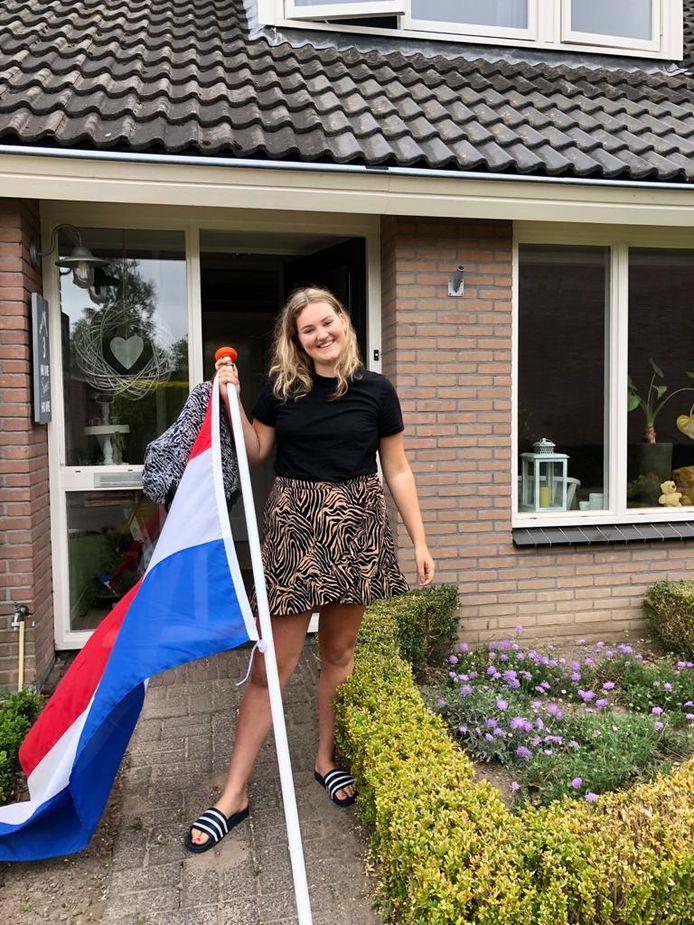 De 17-jarige Selma Boeve uit Wijhe heeft haar vwo-opleiding op het Carolus Clusius College in Zwolle met succes afgerond. Sekna gaat nu gezondheidswetenschappen in Enschede studeren. Haar ouders zijn ontzettend trots, laten ze weten. ,,We gunnen haar een beetje extra aandacht omdat ze heel veel leuke dingen rondom het examen moet missen. En ze heeft het super goed gedaan.''
