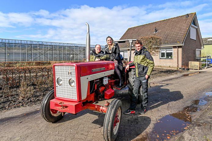 Pieter en Jessica Hendrickx met zoon Jimmy op het terrein van Kwekerij 't Pompoentje.