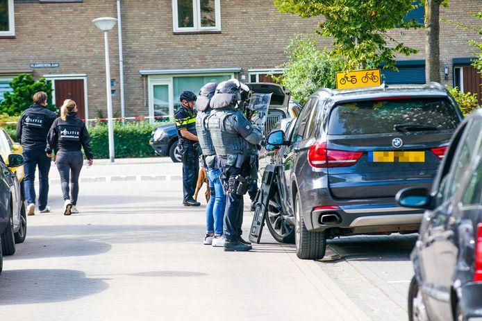 De politie in de Oostendelaan in Eindhoven.