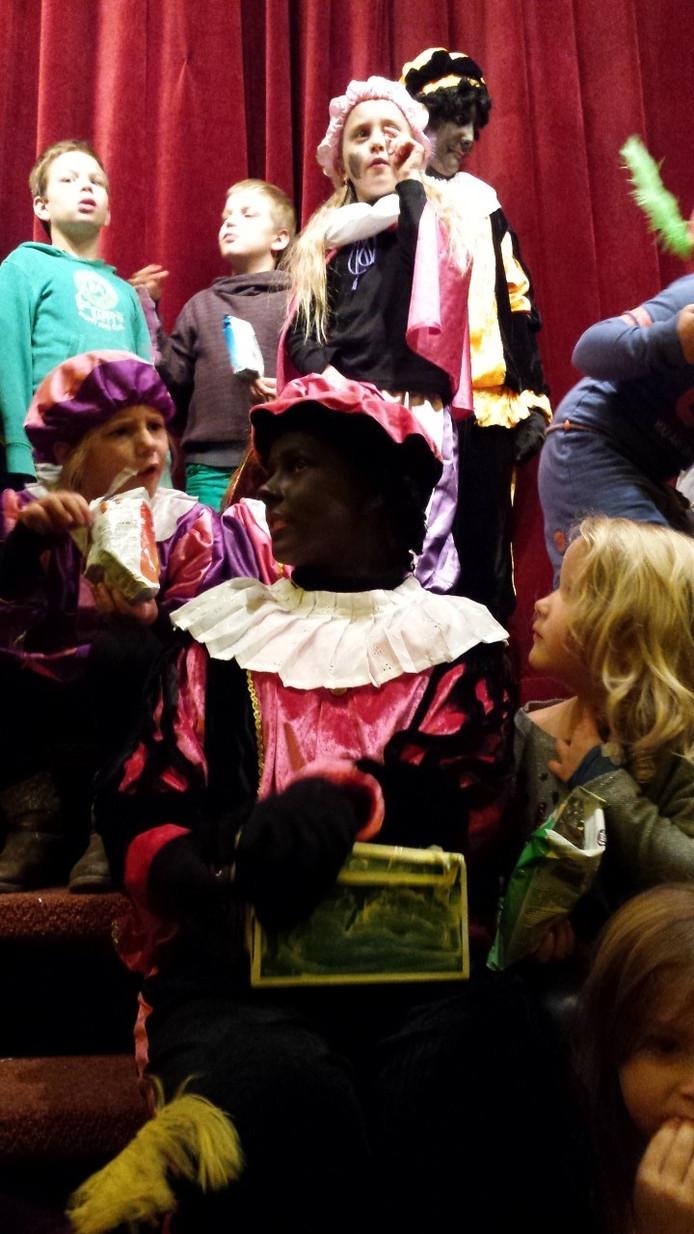 Ook in Lepelstraat zijn dit weekend Sinterklaas en zijn Zwarte Pieten verwelkomd.