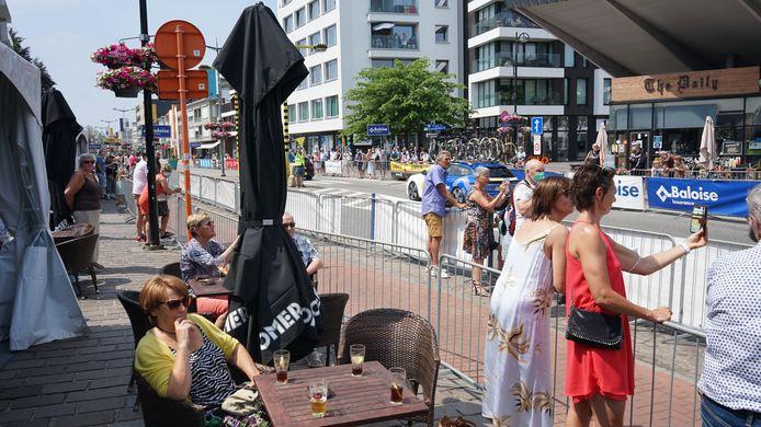 De terrasjes op de Beverse Grote Markt zaten woensdag goed vol voor de start van de Baloise Belgium Tour.