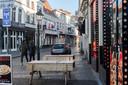 Breda - Pix4Profs/René Schotanus. Bij snackbar Ozkan in de Vismarktstraat staat het terras al opgesteld.