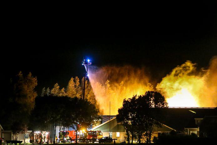 Op vrijdagavond werd de brandweer opgeroepen voor een schuurbrand aan de Parallelweg in Sliedrecht.
