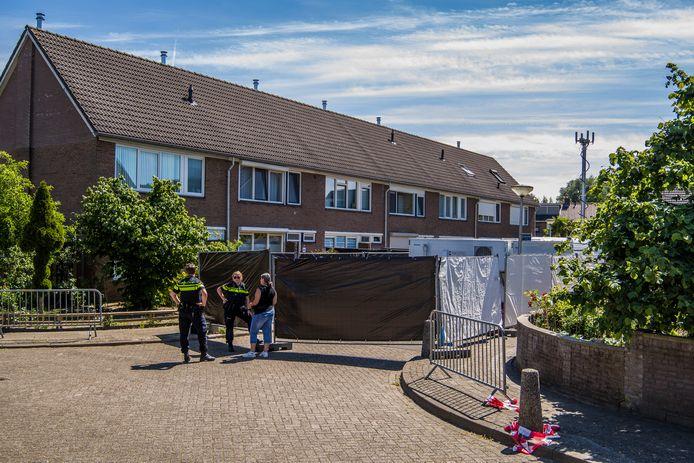 De politie deed in april 2020 inderzoek in het pand aan Jan Vermeerstraat waar baby Ivo onder verdachte omstandigheden  overleed,