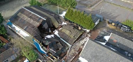 Deel van dak bij manege Stal Esbi in Leidschendam ingestort
