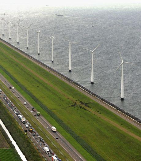 Grote windmolenparken op zee mogen van Kamer