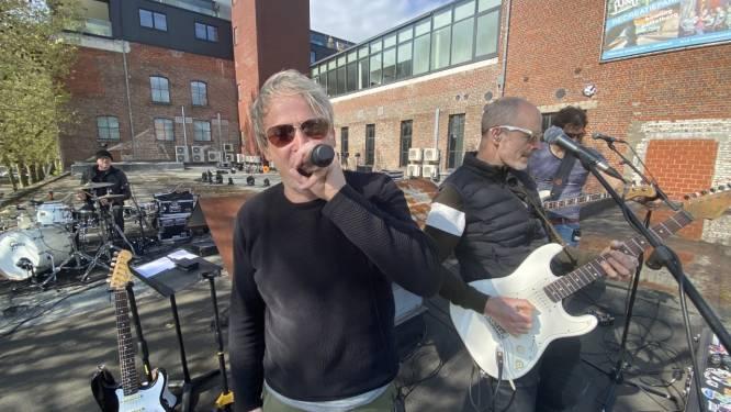 """Rockcoverband Green Onions verrast met dakconcert op Overleie: """"Lang genoeg binnen gezeten, tijd voor ambiance"""""""