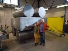Matty Christensen en Bert Staal uit Eindhoven maakten een houtwagon als hunebed voor Valkenswaard
