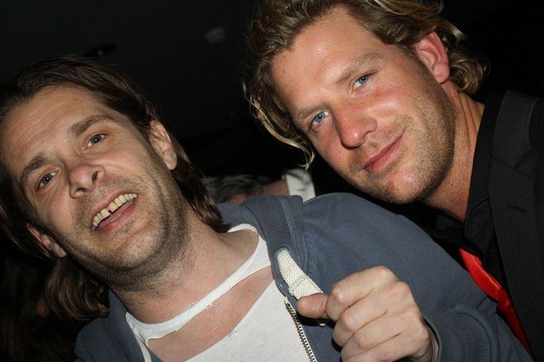 Hans Teeuwen met sexy shirt en Jakhals Thijs (DWDD) met sexy blik maken er het beste van. <br /> Beeld null