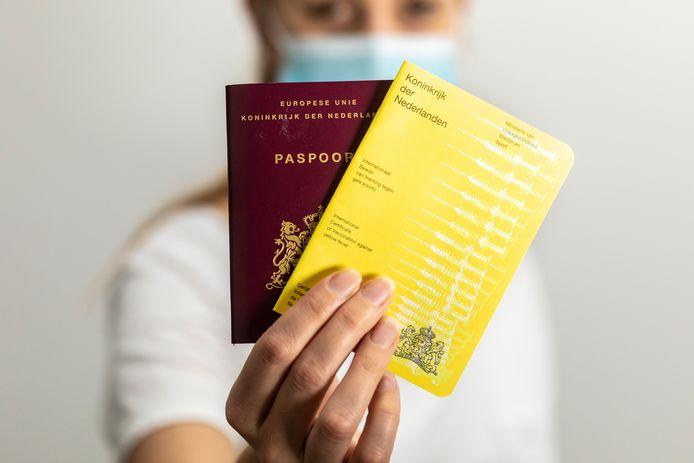 Coronaprik wel/niet in het gele boekje: chaos bij GGD | Binnenland | AD.nl