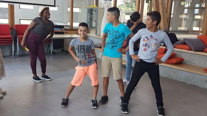 Niet-westerse jongeren krijgen theateropdrachten op Zomerschool in Flevoland