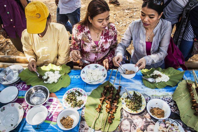 Kayah-barbecue in Hta Nee La Leh. Beeld Aurélie Geurts