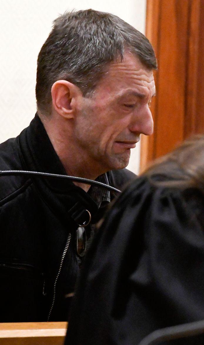 Claes hoorde zijn straf met tranen in de ogen aan.
