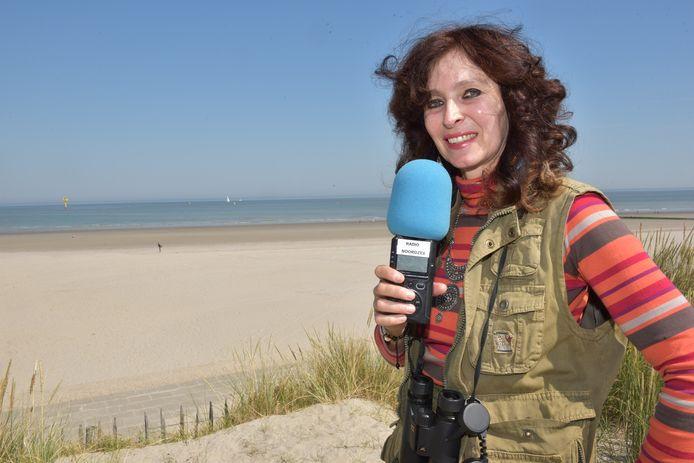Natuurgids Katia Van Cauwenberghe brengt de fauna en flora aan de kust onder de aandacht in het programma 'Strandlopers' op Radio Noordzee.