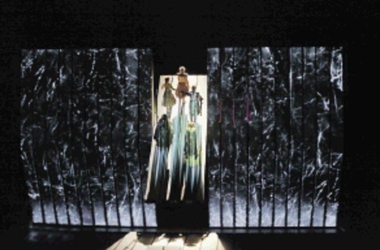 Goden op weg naar Walhalla in 'Das Rheingold' in de Met. (FOTO KEN HOWARD) Beeld