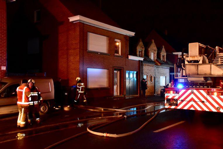 De brandweer kon het vuur snel bedwingen, de schade bleef beperkt tot de badkamer.