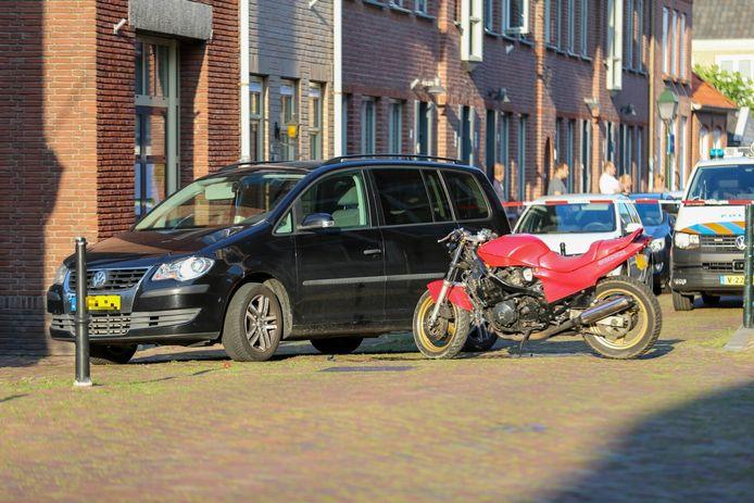 De steekpartij vond plaats tussen de bestuurders van een auto en een motor in Geertruidenberg.