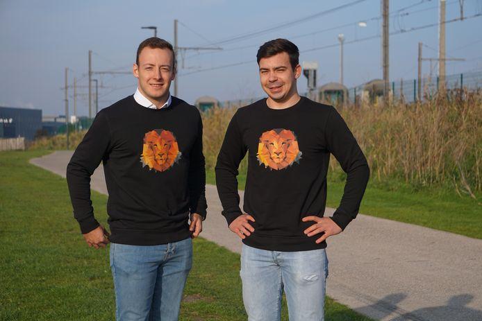 Tom Van Den Berghe (links) en Kevin Aspeslagh lanceren het kledingmerk 'Pretorian Lions', waarbij een deel van de opbrengst bedreigde diersoorten moet ondersteunen