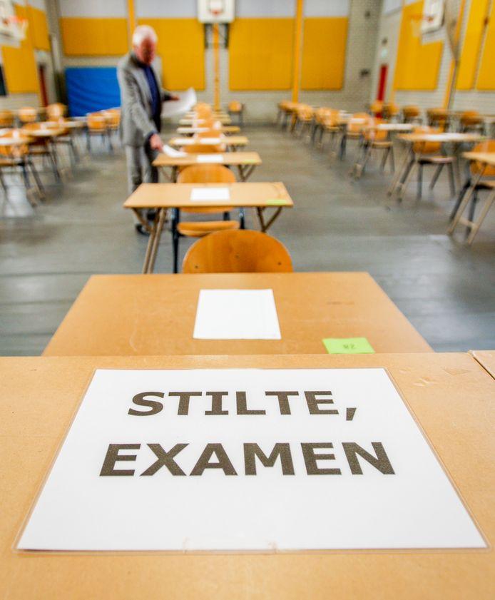 Leerlingen van het Infinity College hoeven niks te vrezen als ze hun examen gaan maken. Ze gaan het sowieso halen, wordt ze gegarandeerd.