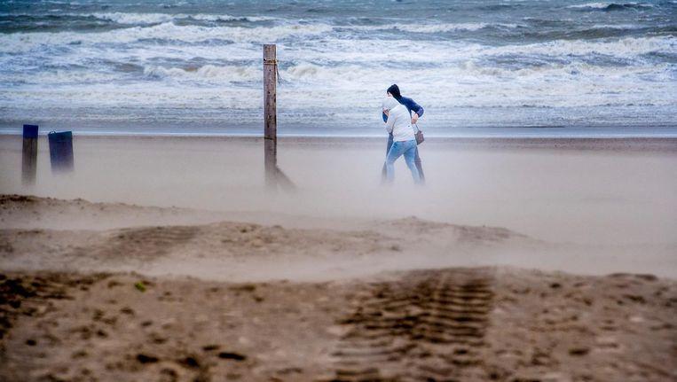 Uitwaaien op het strand. Beeld anp