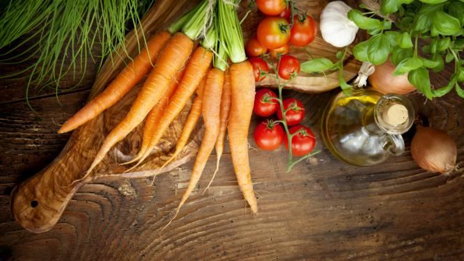 """Foodies, maak kennis met 'raw food': """"Eet als een oermens"""""""
