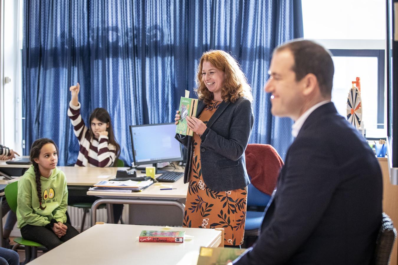 Lodewijk Asscher, PvdA-leider, bezocht eind vorig jaar de Bonifatiusschool in het kader van laaggeletterdheid
