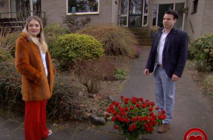 Bas doet een poging om Suzanne weer voor zich te winnen in All You Need is Love.